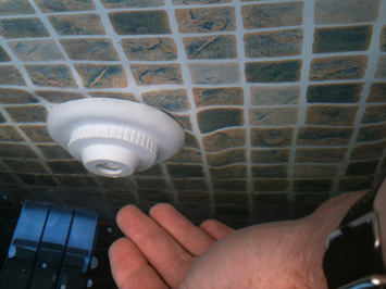 leak detection on a return on a swimming pool